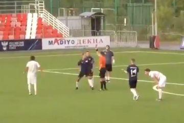 Millinin keçmiş futbolçusu hakimi bir yumruqla yerə sərdi - VİDEO