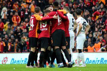 """""""Beşiktaş"""" yenə uduzdu, """"Qalatasaray""""dan asan qələbə"""