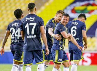 """""""Trabzonspor"""" autsayder önündə büdrədi, """"Fənərbaxça"""" son dəqiqə qoluna sevindi"""