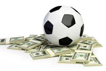 Klublar futbolçuların maaşını kəsir