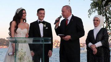"""Ölkə gözəli ilə evləndi, toyunda prezident şahid oldu: """"Anamın haqqını ödəyə bilmərəm"""" - SİRLİ ULDUZLAR"""