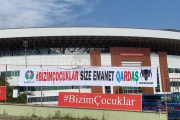 """""""Bizim çocuklar size emanet, qardaş"""" – Alanyada banner asıldı"""