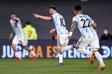Messi Levandovskiyə çatdı